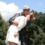 Seward Johnson, Unconditional Surrender 01