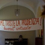 Com'è triste la prudenza! Striscioni degli occupanti al Teatro Valle - photo by Luca Labanca