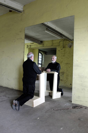 Michelangelo Pistoletto, Inginocchiatoio, 2009, mirror: 250 X 200 cm, wooden kneeling-stool 99 X 50 X 49 cm. Courtesy of Galleria Continua, San Gimignano/ Beijing / Le Moulin. Photo: A. Mole