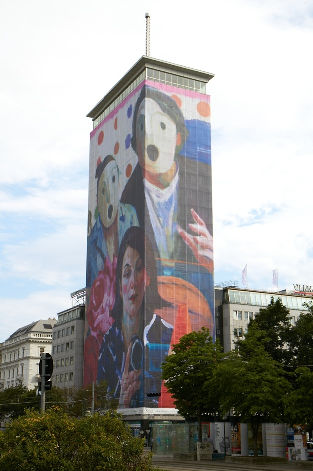 Xenia Hausner – Familiensinn – 2011 – Ringturm da nord-ovest – courtesy VIG - Vienna Insurance Group - photo APA-Thomas Preiss