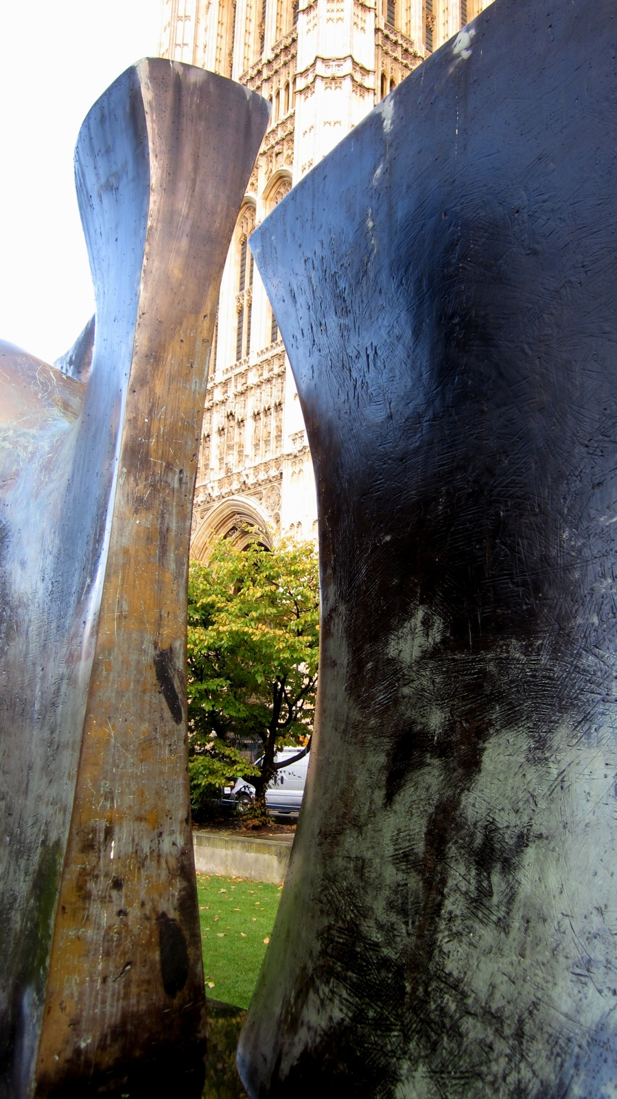 Henry Moore, Knife Edge Two Pieces 3