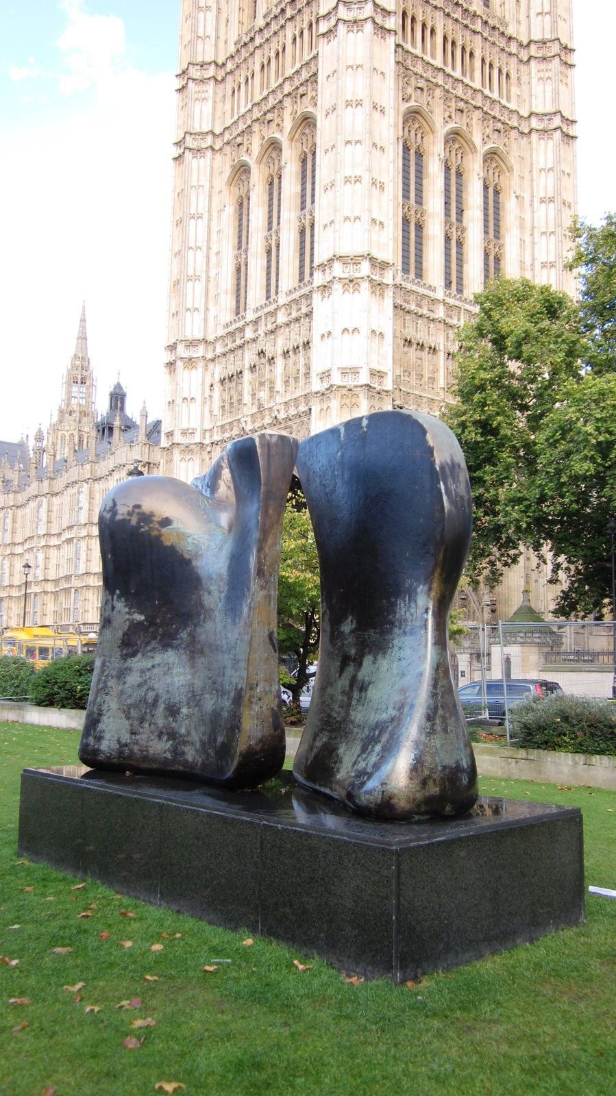 Henry Moore, Knife Edge Two Pieces 4