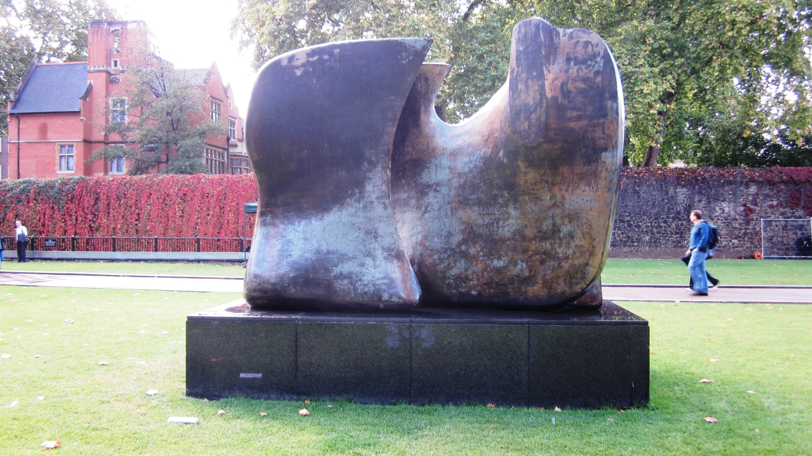 Henry Moore, Knife Edge Two Pieces 5