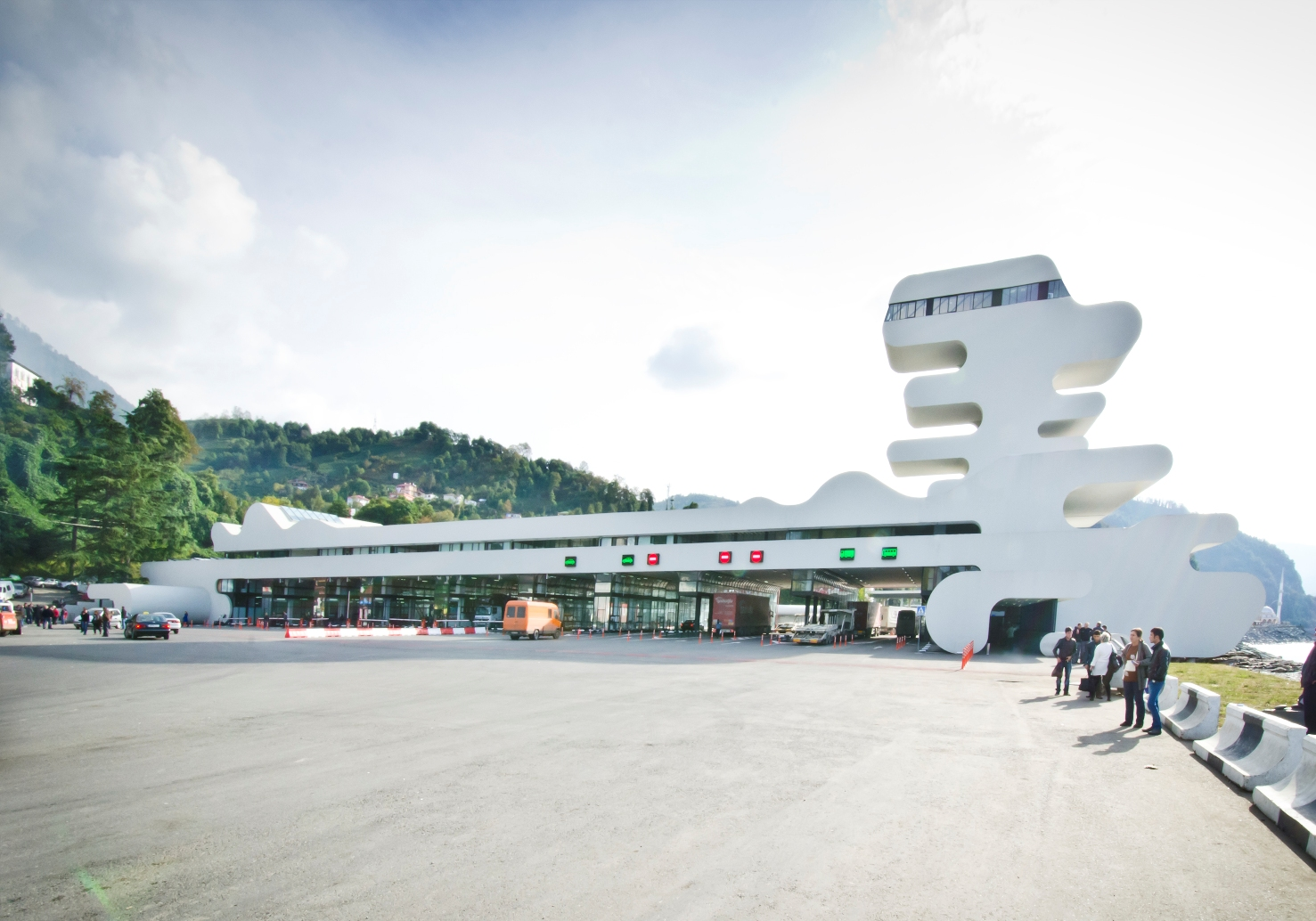 Sarpi Border Checkpoint_ J. MAYER H. Architects_Photo by Jesko-Johnsson-Zahn