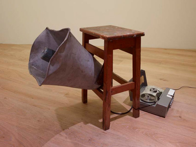 Pavel Buchler - Bloom Stool - 1973 - altoparlante, sgabello di legno e registratore