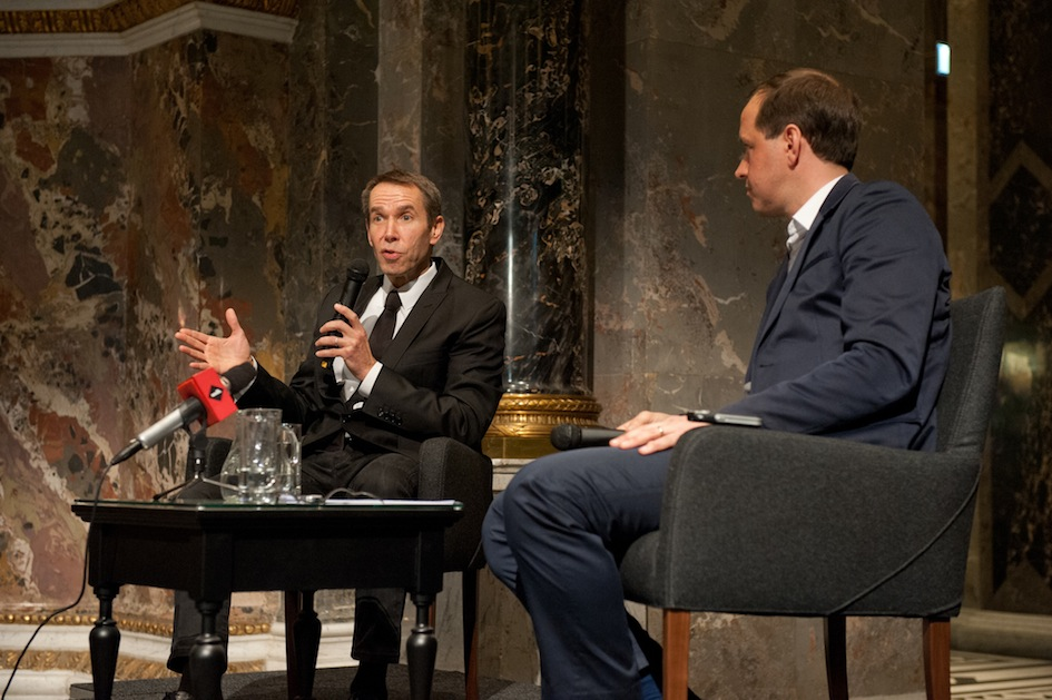 Jeff Koons e Jasper Sharp in dialogo al KHM