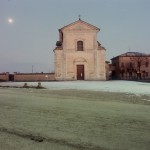 Luigi Ghirri - Cittanova di Modena, 1985  serie Il profilo delle nuvole - project print - 9 x 11 cm -  Eredi di Luigi Ghirri - Courtesy Fondo di Luigi Ghirri