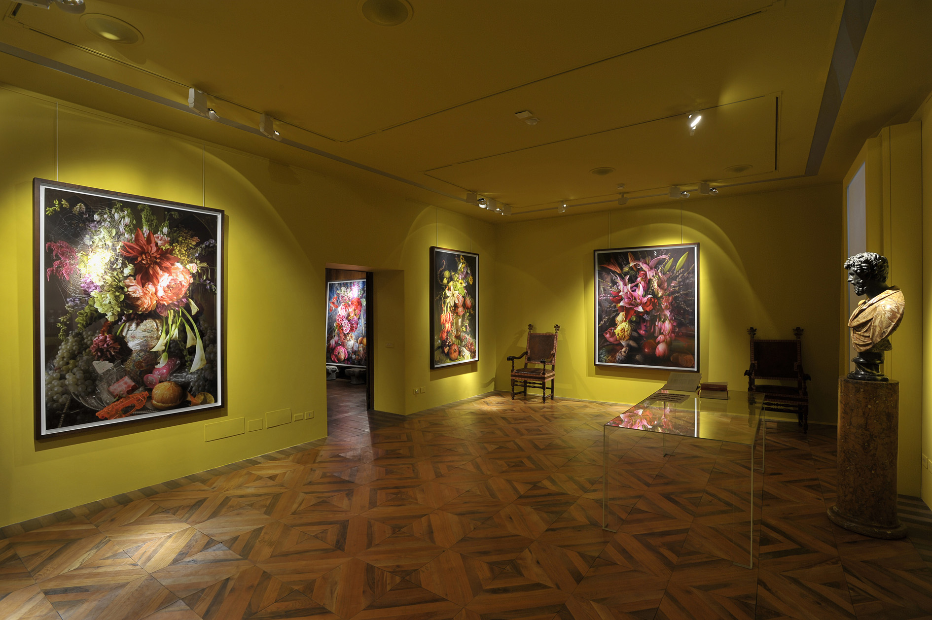 David LaChapelle - The Earth Laughs in Flowers Series - veduta della mostra presso la Galleria Robilant+Voena, Milano 2012