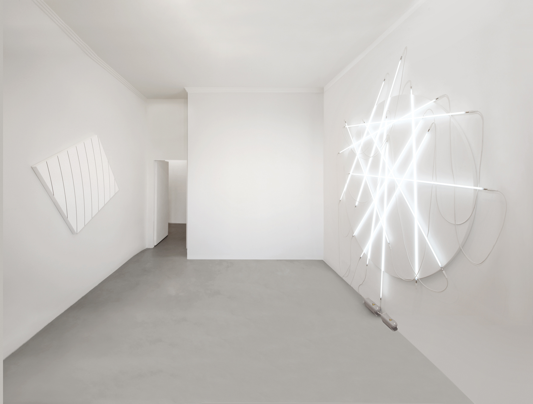 François Morellet - Courbage n° 2 - 2011 / Lunatic weeping and neonly n° 3 - 2010 - courtesy A arte Studio Invernizzi, Milano - Foto Bruno Bani