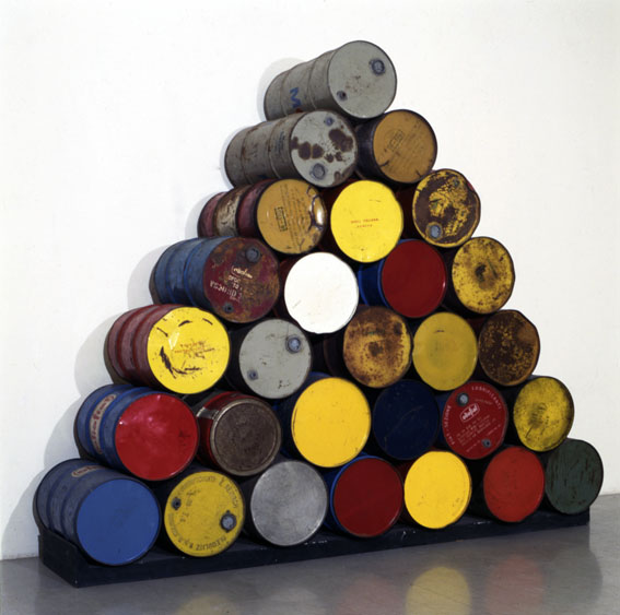 Christo - 28 Barrels Structure - 1968 - courtesy l'artista & Studio Marconi