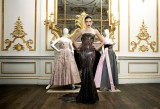 Moda made in Britain per una mostra al V&A Museum, uno dei partner del progetto Europeana Fashion