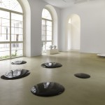 Ai Weiwei - Oil Spill - 2006 - porcellana - courtesy the artist & Lisson Gallery