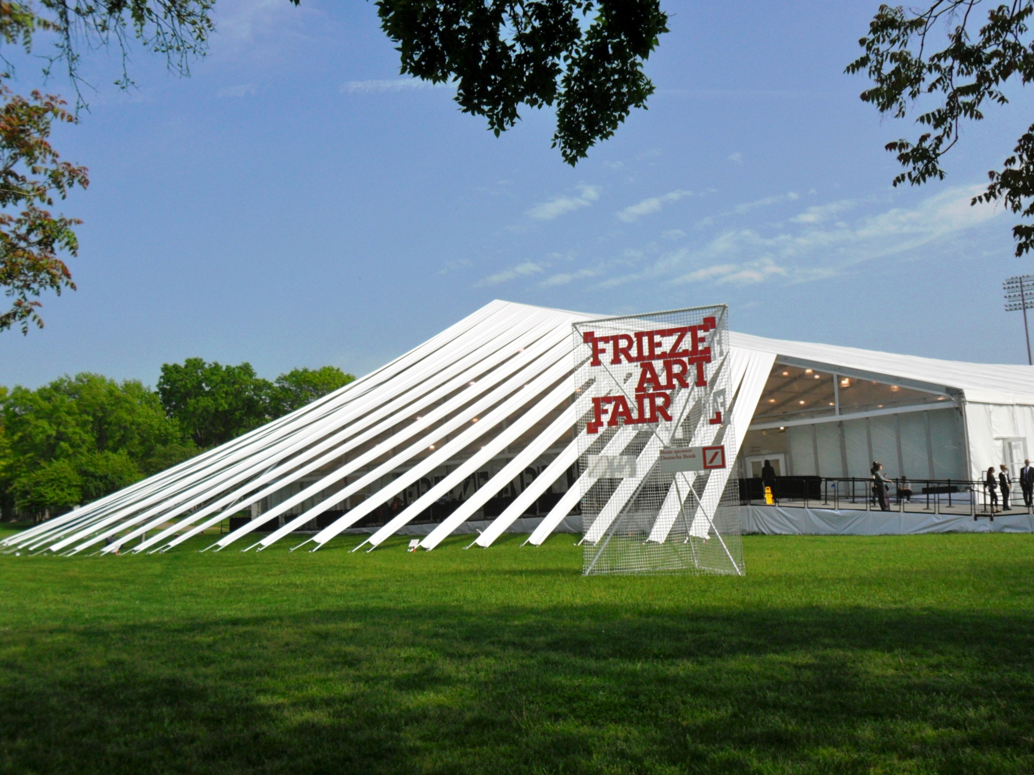 Frieze NY 2012 - la tensostruttura firmata SO-IL