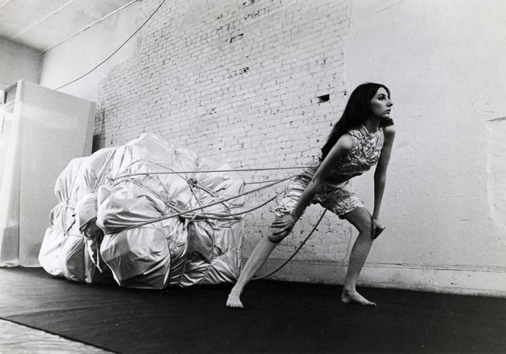 Christo, Wedding Dress, 1967, Christo and Jeanne-Claude, New York, owned by the artist, Foto André Grossmann, 1967, © Christo