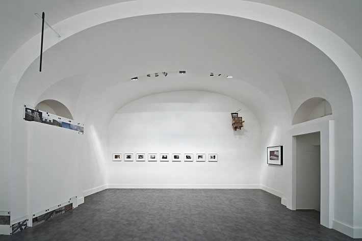 Alessandra Spranzi & Richard Wentworth, installation view, Galleria Nicoletta Rusconi, photo Luigi Acerra