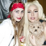 Gaga with con una Little Monster e il cagnolino Fozzie Bear dopo lo show - foto © Terry Richardson