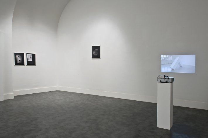 Jean-Baptite Maitre, Not on sculpture, installation view, Galleria Nicoletta Rusconi, photo Luigi Acerra