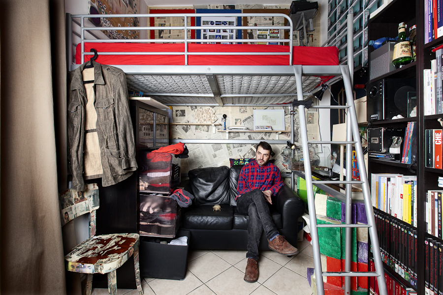 Pietro Baroni, Milan closets, 2012 (Klodian, artist. The turtle is his roommate)