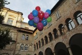 Vlad Nanca - performance site specific da Terrorist Balloon - cortile dell'ex Hotel Commercio, Bergamo 2012 - photo Maria Zanchi