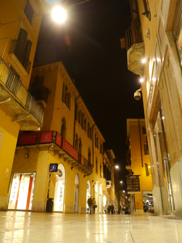 Verona, via Mazzini by night