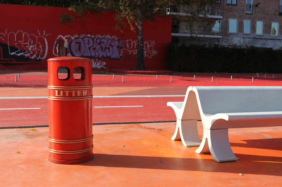 Litter Bin (London), Bench (Brazil) - photo Superflex
