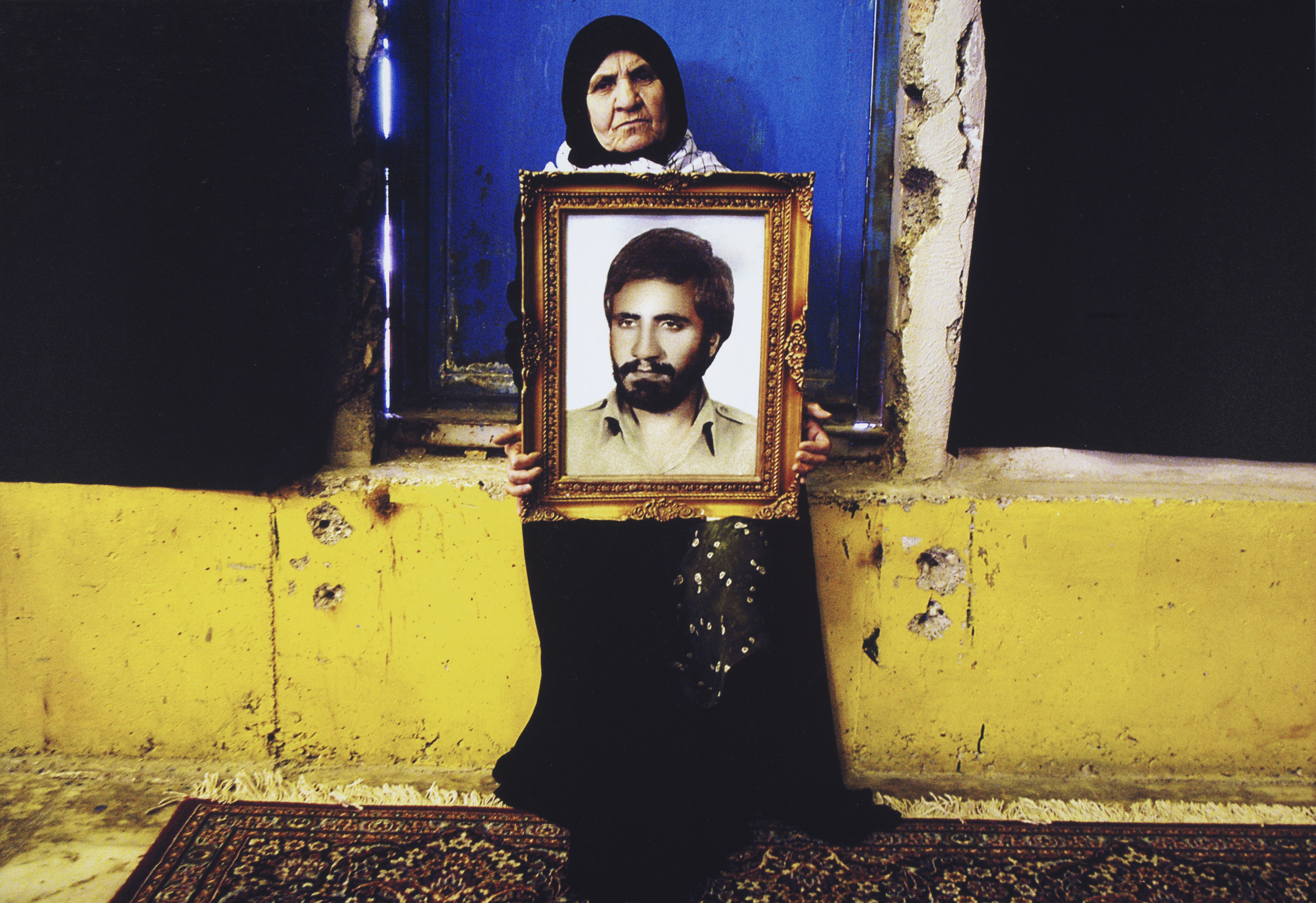 Newsha Tavakolian, dalla serie Mothers of Martyrs, 2006 - Art Fund Collection of Middle Eastern Photography at the V&A and the British Museum