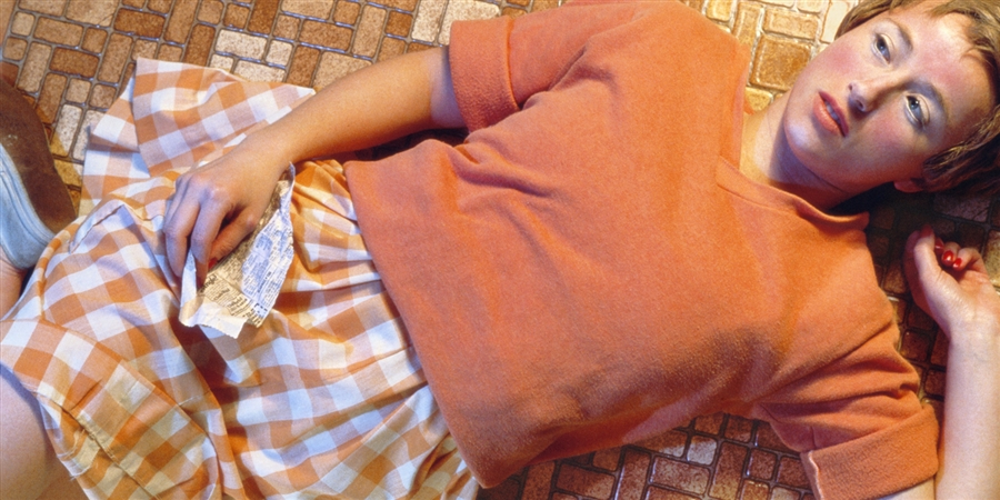 Cindy Sherman, serie Centerfolds/Horizontals, 1981 - Courtesy Museum of Modern Art