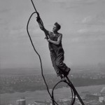Lewis W. Hine, Icaro in cima all'Empire State Building o Il ragazzo del cielo, della serie Empire State, 1931, stampa ai sali d'argento - New York, George Eastman House, International Museum of Photography and Film