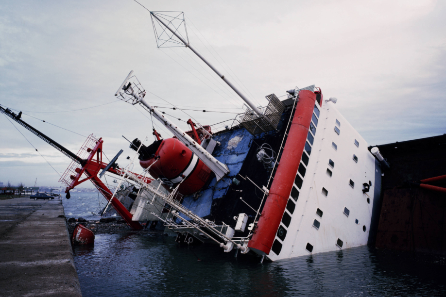 Allan Sekula, Shipwreck and Workers (Version 3 for Kassel), 2012, courtesy Collecció MACBA
