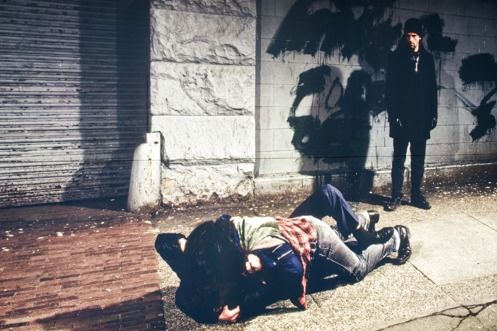 Jeff Wall, A Fight on the Sidewalk, 1994, courtesy Collecció MACBA