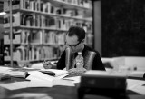 Evgeny Antufiev mentre lavora al suo libro - photo Giulia Di Lenarda