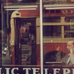 Saul Leiter, Phone Call, 1957, Stampa Cibachrome, 27,8 x 35,5 cm, © Saul Leiter. Courtesy Howard Greenberg Gallery, New York