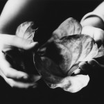 Walter Chappell, The Offering, 1978, Stampa ai sali d'argento,  © The Estate of Walter Chappell