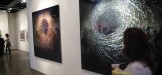 Lo stand della Secrist Gallery di Chicago a Pulse, con le foto dell'italiano Angelo Musco