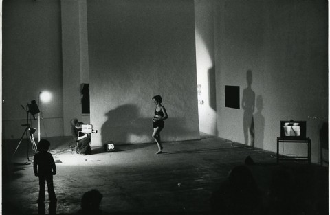 Joan Jonas, Organic Honey's Vertical Roll (1972/1973), Performance: Musee Galleria, Paris, 1973, Photo: Beatrice Heiligers, Courtesy the artist