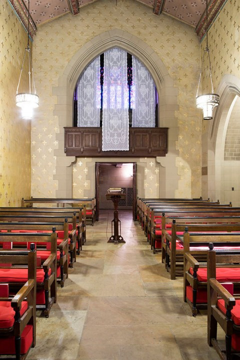 "Veduta della mostra di Sophie Calle ""Rachel, Monique"" - Episcopal Church of the Heavenly Rest, New York (9 maggio - 25 giugno 2014) - Courtesy Sophie Calle, Paula Cooper Gallery e Galerie Perrotin © Sophie Calle, ARS New York / ADAGP Paris. Photo: Guillaume Ziccarelli"
