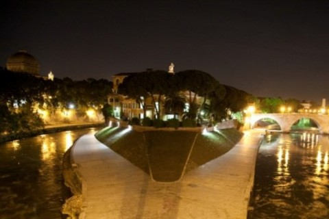 Isola Tiberina by night