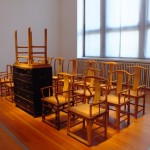 Ai Weiwei - Table and chest with stripped chairs, 2007. Foto Silvia Neri