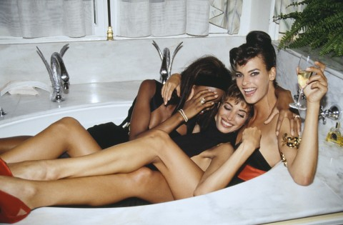 Roxanne Lowit - Three models in a tub Naomi Campbell Christy Turlington and Linda Evangelista Paris 1990 - 70x100cm - printed 2013 ed.11