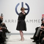 Jamie Brewer sfila a New York per Carrie Hammer 3