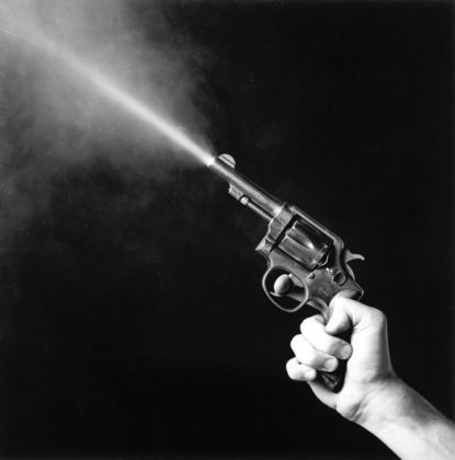 Robert Mapplethorpe, Gun Blast, 1985 - © Robert Mapplethorpe Foundation