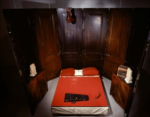 Louise Bourgeois, Red Room (parents) - photo Maximilian Geuter