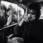 Bob Dylan, Fans looking in limo, London, 1966 - © Barry Feinstein Photography