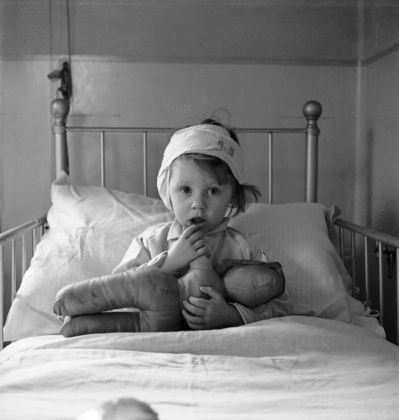 Cecil Beaton, Eileen Dunne in the Hospitalfor Sick Children, 1940 – Courtesy the Cecil Beaton Studio Archive at Sotheby's
