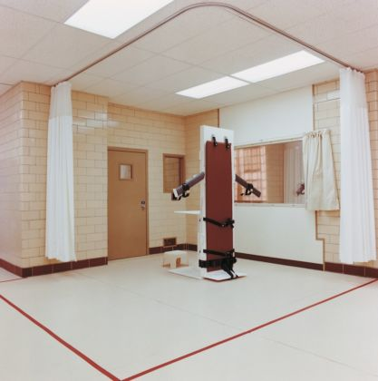 Lucinda Devlin, Lethal Injestion Chamber, Canon City, Colorado, 1991 – Courtesy Galerie m, Bochum