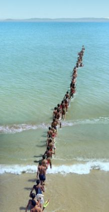 Francis Alÿs, Don't Cross the Bridge before you get to the River, Stretto di Gibilterra, 2008 - photo Roberto Rubalcava