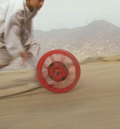 Francis Alÿs, Reel-Unreel, 2011 – in collaborazione con Julien Devaux e Ajmal Maiwandi – still da video