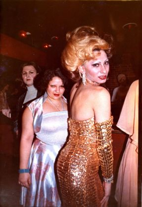 Nan Goldin, Naomi with her sister, Honey, 1972
