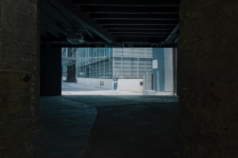 Jesper Just - Servitudes – Palais de Tokyo, Parigi 2015 – photo Aurélien Mole – courtesy of the artist, Galerie Perrotin (Paris, New York, Hong Kong) & Anna Lena Films