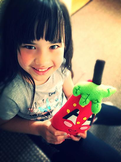 Le Dolls'n'All di Yaela Uriely - Erika, 7 anni, e la sua strawberry doll
